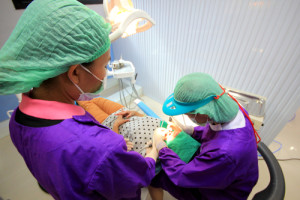 child dentist treat baby teeth under with dental curing